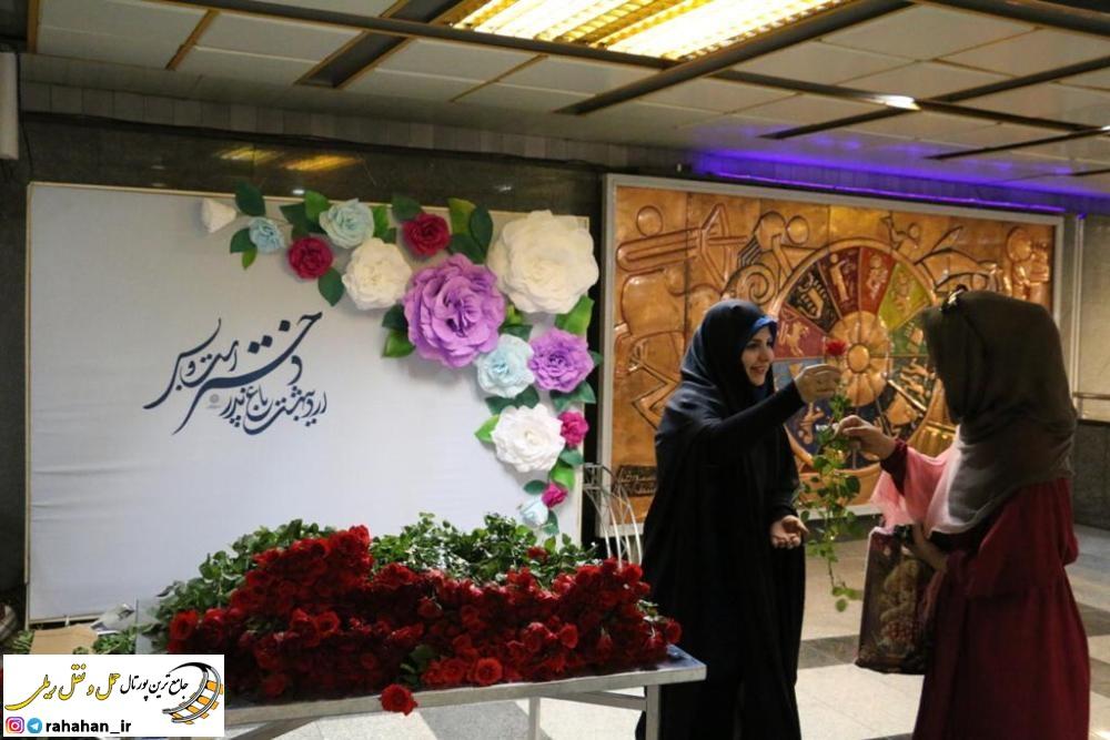 دهه كرامت در گذرگاه هاي فرهنگي مترو تهران