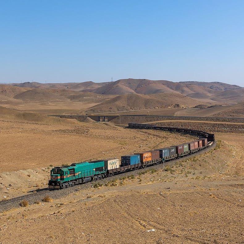 پیشرفت چشم گیر در میزان تخلیه، بارگیری و حمل کانتینری راه آهن هرمزگان