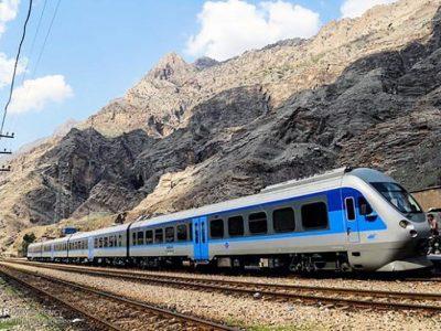 برخورد قطار مسافری با واگن متوقف در ایستگاه/هیچ مسافری آسیب ندیده است