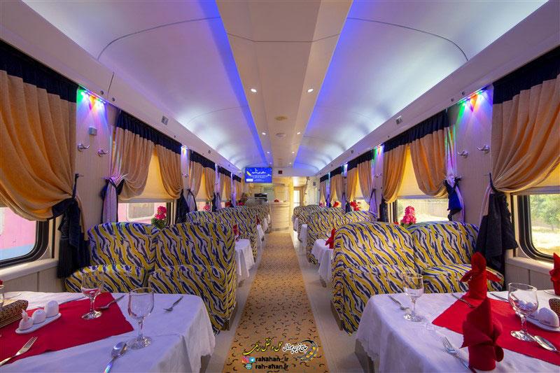 نمای رستوران دو طبقه قطار ۵ ستاره نور