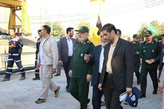 بازدید فرمانده کل سپاه از قطارشهری تبریز