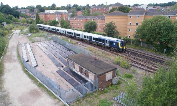 اولین راه آهن مبتنی بر انرژی خورشیدی در انگلستان راه اندازی شد